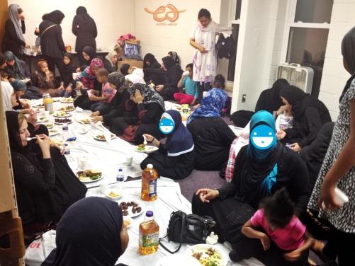 Sisters are gathering to eat iftar dinner. Beginilah suasana makan malam buka bersama di masjid setelah salat Magrib.